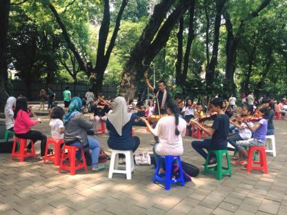 kelas musik di taman suropati